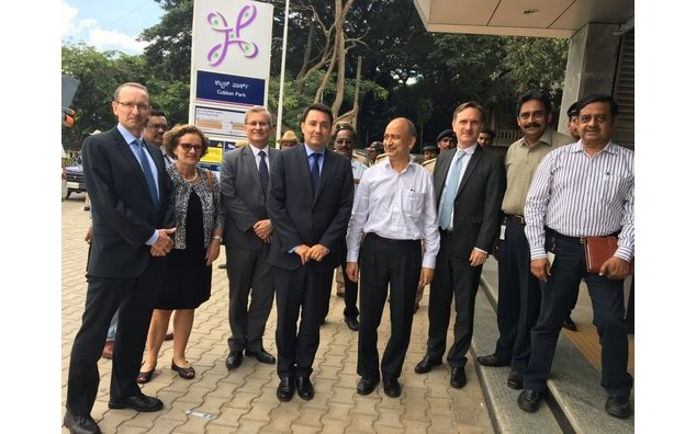 The French Ambassador welcomed by the Managing Director of Bangalore metro, and team