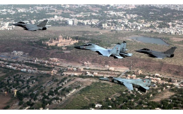 AF Su30 MK-I & MiG 27 (Upg) aircraft along with two FAF Rafale aircraft carrying out manoeuvers during the ongoing Exercise Garuda-V