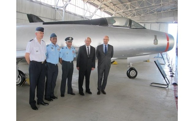 Minister Le Drian in front of a Marcel Dassault Mystère IV-A aircraft in IAF colours, accompanied by French Ambassador Richier, Head of Minister's Military Cabinet, Air Marshal Antoine Noguier, Commander of the IAF Station Palam, and Director of the Indian Air Force Museum, Delhi.